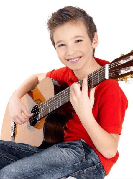Junge Gitarre schmal